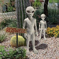Alien Statue – The Caveman's Guide Yard Sculptures, Garden Sculpture, Space Aliens, Extra Terrestrial, Animal Statues, Creepy Halloween, Halloween Ideas, Halloween Party, Garden Statues