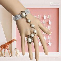 perla pulsera con el anillo gótico