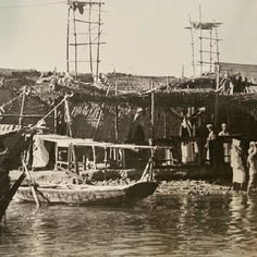 Dubai in March 1949 for the moment and the arrival of some materials to retailers ... note that the expansion of the Dubai Creek contributed to the development of Dubai's trade dramatically and put Dubai on the map of world trade