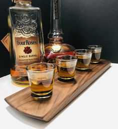 Whisky Whiskey Bourbon Tasting Flight – Solid Walnut 4 Shot Glass Serving Tray – Can Be Personalized! Bourbon Whiskey, Whiskey Girl, Bourbon Drinks, Scotch Whiskey, Irish Whiskey, Non Alcoholic Drinks, Bartender Drinks, Carbonate De Calcium, Color Streaks
