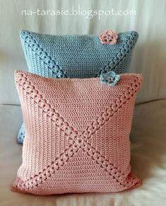Set of 2 crochet cushion covers, handmade cotton and natural wool blanketSimple yet attractive Very vintage : Coussins au crochet rose et bleu. Häkelkissen in rosa und hellblau. Very vintage: Crochet cushion in pink and bleu ! Crochet Home Decor, Crochet Crafts, Crochet Projects, Crochet Cushion Cover, Crochet Cushions, Cushion Covers, Pillow Covers, Crochet Phone Cases, Crochet Mobile