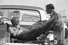 """Steve McQueen takes a lunch break during a motorcycle race with Bud Ekins, his friend and stuntman for""""The Great Escape, Photo John Dominis Archiviato in:Cinema, John Dominis Tagged: Bud E Steven Mcqueen, Steve Mcqueen Quotes, Rare Photos, Cool Photos, Thomas Crown, Steeve Mac Queen, Best Boots For Men, Photo Star, Mojave Desert"""