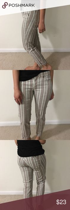 Modern Cuffed Crop Chevron patterned pants that hits me by the ankle. But it's a cropped pant so it's supposed to hit mid calf. LOFT Pants Ankle & Cropped