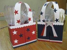 napkin and plastic ware holders for parties w/ instructions Plastic Ware, Central Oregon, Gift Cards, Napkin, 4th Of July, 3 D, Summertime, Stuff To Do, Red And White