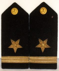 Listed here is a pair of US Navy Male Line Officer Ensign bullion shoulder boards or epaulets for the dress uniform jacket. It is very rare to find US Navy officer shoulder boards in such outstanding condition for their age and are a real find. Military Ranks, Chain Of Command, Velcro Patches, Us Navy, Boards, Stripes, War, History, Shoulder