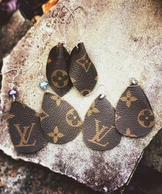 Louis Vuitton Earrings Louis Vuitton Earrings, handmade from authentic, vintage, and damaged Louise Vuitton Bags Louis Vuitton Earrings, Louis Vuitton Keychain, Louis Vuitton Handbags, Louis Vuitton Shirts, Diy Earrings, Diy Necklace, Leather Earrings, Earrings Handmade, Necklaces