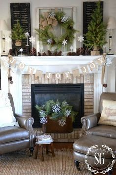 Brennendes Kaminfeuer und Weihnachtsdeko um den Kamin herum! - DIY Bastelideen