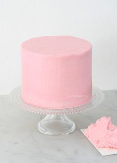 How to: taart strak afsmeren Fondant Toppers, Fondant Cupcakes, Fun Cupcakes, Cupcake Frosting, Cupcake Cakes, Mini Cakes, Valentines Baking, Valentine Day Cupcakes, Fondant Wedding Cakes