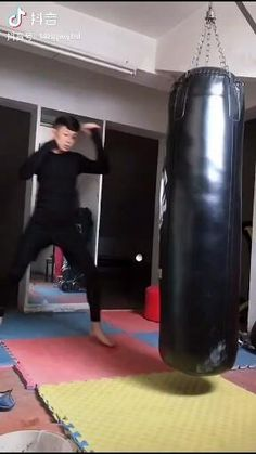 Martial Arts Workout, Martial Arts Training, Boxing Training, Fight Techniques, Martial Arts Techniques, Self Defense Moves, Self Defense Martial Arts, Karate, Martial Arts Styles