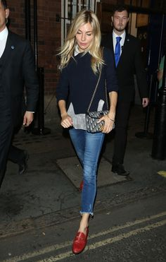 Sienna Miller nails effortless chic as she exits theatre - Dior Bag - Ideas of Dior Bag - Sienna Miller nails chic as she exits London theatre Gucci Fur Loafers, Red Loafers, Loafers Outfit, Red Flats Outfit, Loafers For Women Outfit, Gucci Jeans, Estilo Sienna Miller, Sienna Miller Style, Fashion Mode