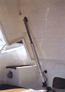 En oferta Soporte elevador Eléctrico Náutico UFLEX 120kg, 677mm 12V