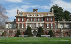 Old Westbury Gardens redbrick Mansion inspired Great Gatsby Movie sets from the South Lawn in Westbury Gold Coast, Long Island, New York Gatsby House, Old Westbury Gardens, Beautiful Homes, Beautiful Places, Old Farm Houses, Manor Houses, Zen, Old Mansions, Unusual Homes