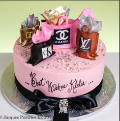 Fashion Cakes Love it! Bolo Chanel, Chanel Cake, Make Up Cake, Love Cake, Fancy Cakes, Cute Cakes, Fondant Cakes, Cupcake Cakes, Fashionista Cake