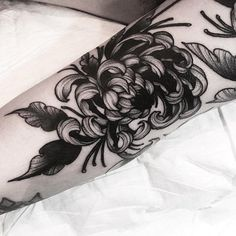 Chrysanthemum is one of the most cultivated flowering plants and a popular plant of the daisy family. Like many other flowers, chrysanthemum also becomes Cute Tattoos, Leg Tattoos, Flower Tattoos, Black Tattoos, Sleeve Tattoos, Skull Tattoos, Crown Tattoos, Ribbon Tattoos, Butterfly Tattoos