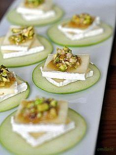 Канапе из яблок с сыром Бри и орехами : Закуски и бутерброды