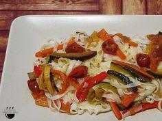 Noodles d'arròs amb verdures // Noodles de arróz con verduras.
