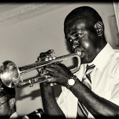 Do you know what it means to miss New Orleans? #neworleans #nola #bourbonstreet #jazz #music #trumpet #trumpeter #trumpetplayer #frenchquarter #louisiana #club #summer #cajun #gumbo #dixieland #editorialphotography #photography by jimklossphotography