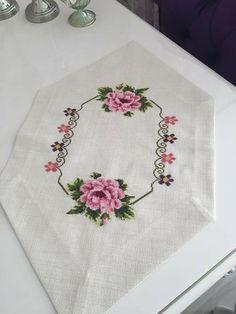 Wedding Cross Stitch, Cross Stitch Rose, Cross Stitch Flowers, Embroidery Ideas, Cross Stitch Embroidery, Ideas, Table Toppers, Napkins, Cross Stitch Designs