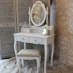 Shabby French Chic White Dressing Table Set Mirror Stool Bedroom Make Up Desk-- Coiffeuse-blanche-tabouret-miroir-chambre-a-coucher-set-meubles-style-francais-peint White Dressing Table Stools, Vintage Dressing Tables, White Stool, Dressing Table Mirror, Shabby French Chic, Vintage Shabby Chic, Shabby Chic Style, White Furniture, Painted Furniture