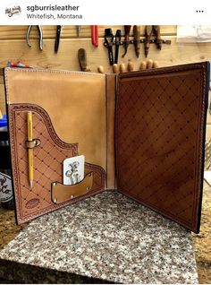 Leather Book Bag, Leather Binder, Leather Book Covers, Leather Notebook, Leather Books, Leather Journal, Leather Carving, Leather Tooling, Tooled Leather