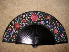 Hand Painted Fans From Spain - Bing Images Pretty Hands, Beautiful Hands, Painted Fan, Hand Painted, Window Fans, Hand Held Fan, Hand Fans, Umbrella Art, Spanish Art