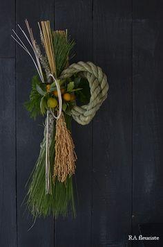 12月は全くブログが更新できず、楽しみにして下さっていた方ごめんなさい。お正月レッスンで皆様にお作り頂いた作品を一部ですがご紹介したいと思います。年の瀬の... Straw Decorations, New Years Decorations, Flower Decorations, Christmas Goodies, Christmas Wreaths, Xmas, Dried And Pressed Flowers, Dried Flowers, Japanese New Year
