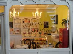 1:12 scale shop by It's a miniature life...is playing with clay, via Flickr