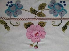 This Pin was discovered by Gül Cross Stitch Borders, Simple Cross Stitch, Cross Stitch Designs, Cross Stitch Patterns, Knitting Patterns, Prayer Rug, Bargello, Embroidery Stitches, Diy And Crafts