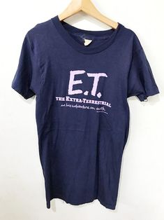 Brand: ET Size: XXS Very Long Made In Unknow Single stitch vtg FEE SHIPPING Measurements are taken with the garment laying flat. Fiction Film, Science Fiction, Vintage Shirts, Vintage Outfits, Et The Extra Terrestrial, Steven Spielberg, Going Out, 90s Tshirt, Hipster Grunge