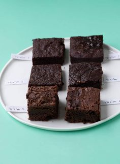 These are the BEST Vegan Brownies I've ever had. They're super fudgy and made without butter, milk, eggs or any weird ingredients. Fudgy Vegan Brownies, Dairy Free Brownies, Dessert Healthy, Vegan Desserts, Vegan Recipes, Vegan Dark Chocolate, Melting Chocolate, Almond Breeze, Baking With Kids
