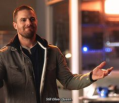Stephen Amell Arrow, Arrow Oliver, Team Arrow, Arrow Tv, Dc Comics, Crossover Episodes, Oliver And Felicity, Supergirl And Flash, Black Lightning