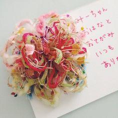 女の子なら絶対喜ぶこと間違いなしの可愛いポンポンフラワーは、ありがとうのメッセージに添えてプレゼントにするのもいいですね。