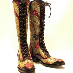 Floral boots #cotww #instafashion #instagood #styleinspiration #fashion #shoelover #boots #style #styleguide #styleicon