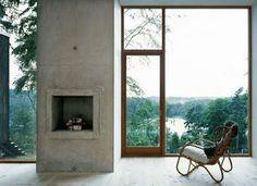 Wunderschönes Ambiente mit dem See im Hintergrund. Das riesige Fenster rahmt die Natur.