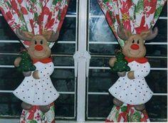 MOLDE PARA CORTINERO RENO Christmas Projects, Christmas Humor, Felt Crafts, Diy And Crafts, Christmas Decorations, Christmas Ornaments, Holiday Decor, Christmas Tree, Christmas Chair Covers