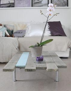 Gorgeous DIY-table with uneven edges. By Mrs Hardy via Decor Hacks.