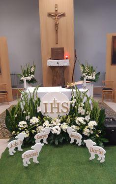 First Communion, Floral Arrangements, Table Decorations, Furniture, Home Decor, First Holy Communion, Saints, Creative Flower Arrangements, Festivus