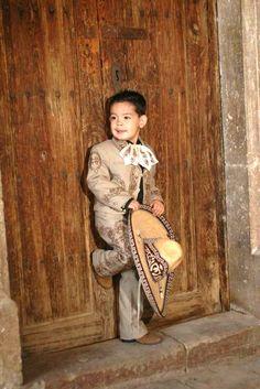 mexican boy, ternurita de charrito