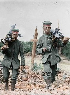 German machine gunners change the position WWI