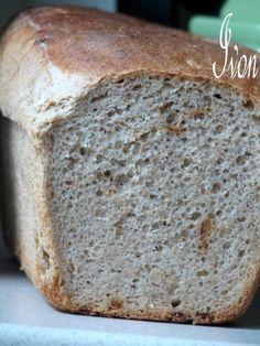 To dopiero jest chleb! Ta konsystencja. Ten aromat prażonej cebulki. Poezja! Składniki: 800 g mąki orkiszowej 7 g suchych drożdży 2 łyż...