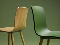 Vitra - chaise et fauteuil Hal Wood - design Jasper Morrison, Coffee Table Vitra, Boardroom Chairs, Scandinavia Design, Interior Decorating, Interior Design, Cool Chairs, Wood Design, Jasper, Chairs