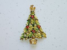 Vintage+Holly+Leaves+Christmas+Tree+Brooch+Pin+Red+by+glamourama
