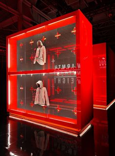 Fall 2013 Nike Tech Pack product series experience in NYC Moynihan Station and Nike's Downtown New York flagship store, 21 Mercer. Exhibition Booth Design, Exhibition Display, Exhibit Design, Stand Design, Display Design, Downtown New York, New York City, Warner Studios, Retail Store Design