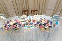 メインテーブルは「正面」も飾るともっと可愛い♡高砂席の前を可愛く飾るアイテムまとめ*にて紹介している画像