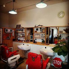 2016/11/04 09:14:03 alarmhair OHS!!2016/11/04 アンドロイドに変えて唯一困ってるのがスマホカバー、マジ売ってね〜w 右見ても左見てもりんご。 そんなアラームヘアー開演します。 ❴男性専門のヘアサロン❵ Barber Shop ALARM HAIR ■月・火/ 定休日 ■水・木・金/9:30-21:30 ■土・日・祝/9:30-18:30 (最終受付/閉店1時間前) ■予約優先/0745-56-5570 ■〒636-0062 奈良県 北葛城郡河合町佐味田195-6 ■http://www.alarmhair.com #Japan #奈良県 #北葛城郡 #河合町 #佐味田 #barber #理容 #美容 #床屋 #散髪屋 #アメリカ #アメリカン雑貨 #アメ雑 #ジャンク #ヴィンテージ #フェード #所ジョージ #古着 #旧車 #セドグロ #グロリアバン #y30 アラームヘアー 奈良県河合町 理容室 美容室 男性専門 #美容