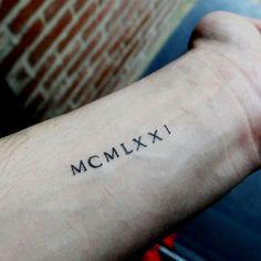 1000 id es sur tatouage chiffre romain sur pinterest tatouage mickey mini tatouages et. Black Bedroom Furniture Sets. Home Design Ideas
