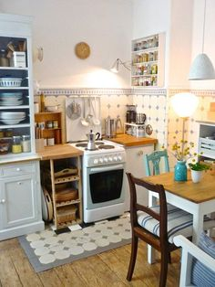 the wooden, small kitchen clock ., Tags old building + stucco + wooden floorboards + enamel + Cathrineholm + Rörstrand + Hamburger tiles + histori. Cozy Kitchen, Little Kitchen, New Kitchen, Kitchen Decor, Kitchen Ideas, Kitchen Small, French Kitchen, 10x10 Kitchen, Space Kitchen