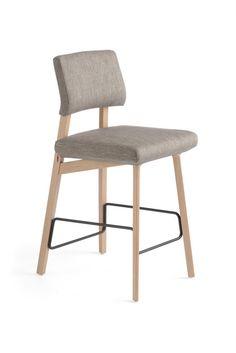 Chaise haute (67 cm) Lindsay par Mobitec. Couleur du revêtement et du repose-pied personnalisables.