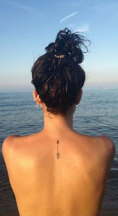 Small Minimal Spine Back Tattoo Ideas for Women - Simple Girl Teenage Tat - pequeñas ideas de tatuaje de espalda para mujeres - www.MyBodiArt.com