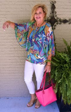 Color can be your friend. I want to show you how to wear a colorful top, without looking like a clown. Bring a little color and enjoyment to your wardrobe. 60 Fashion, Over 50 Womens Fashion, Fashion Over 50, Fashion 2020, Fashion Outfits, Cute Summer Outfits, Casual Outfits, Cute Outfits, Mature Women Fashion